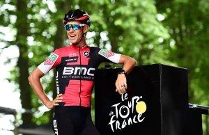 Richie Porte uśmiechnięty przed startem do kolejnego etapu