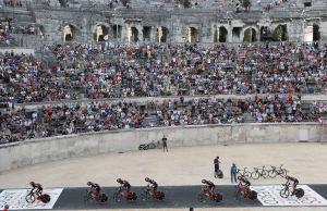 BMC Racin Team przejeżdża przez rzymski amfiteatr