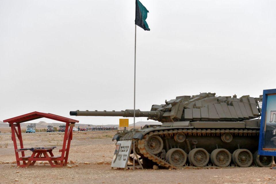 czołg przy trasie Giro d'Italia w Izraelu