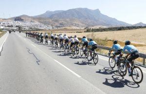 peleton na trasie Vuelta a Espana