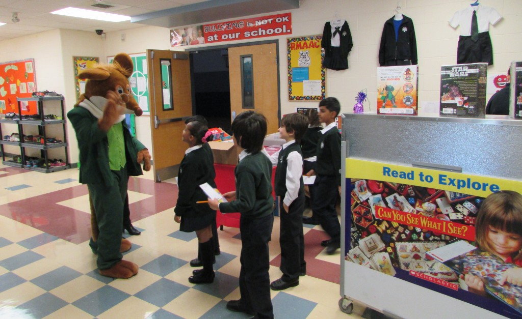 Geronimo Stilton with the RMS Students