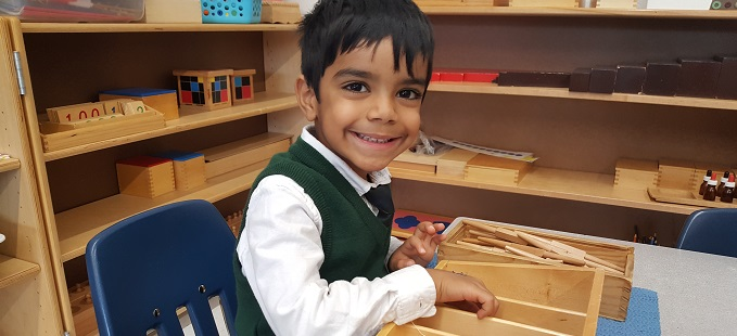 Students using counting numbers at Junior Kindergarten (Kindergarten Montessori) at Rowntree Montessori Schools in Brampton