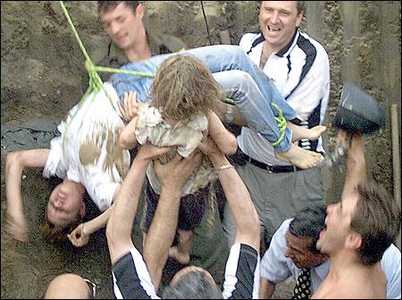 salvatoarea oana furnica fetita alina pascaru 12 iun 2001 AP