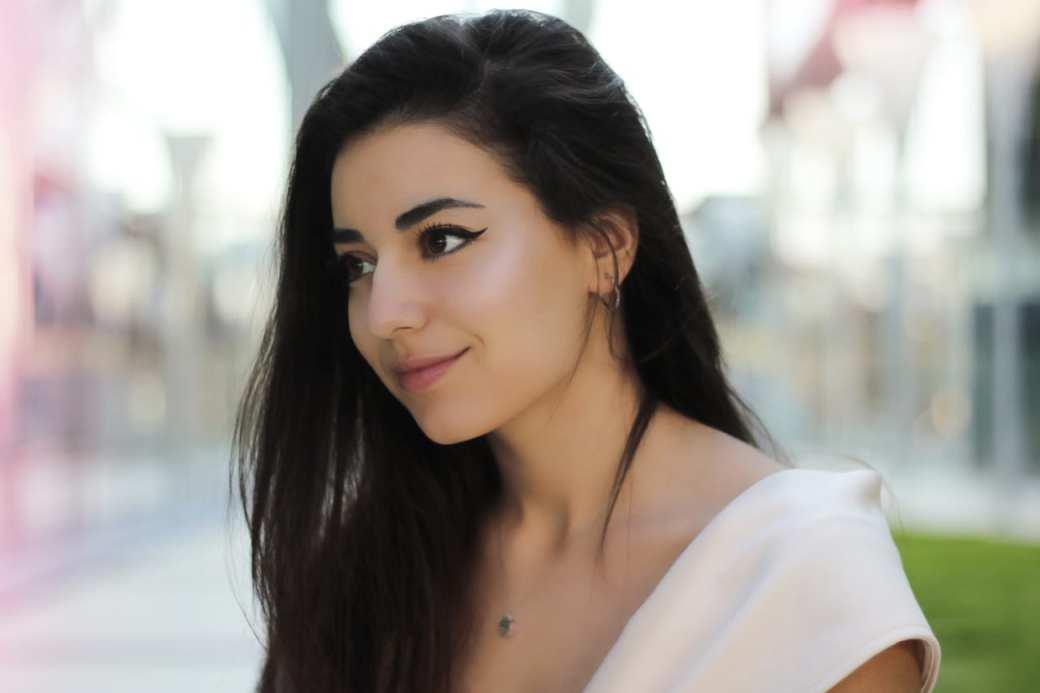 featured fashion blog timisoara blogger for womanfashion.ro rochie eleganta pe umeri nude seara trei sfert romania lifestyle blog