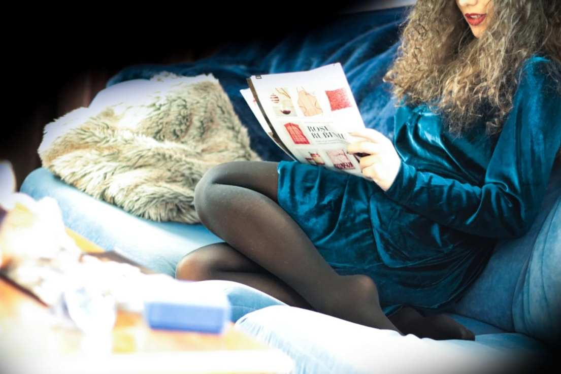 velvet-shirt-dress-white-top-festive-red-lips-mate-outfit-blue-turquoise-ootd-blogger-roxi-rose-romania-fashion-zaful-15