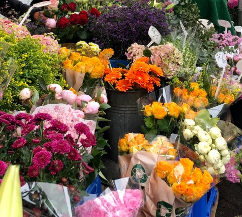 Flowers in Belgian market bought by King Philippe