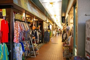 神戸 高架下市場