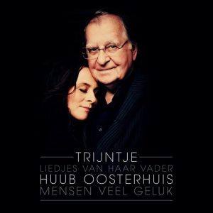 """""""Mensen Veel Geluk"""", het album waarop Trijntje de liedjes van haar vader Huub Oosterhuis zingt."""