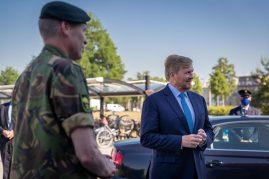 Oirschot, 10 juni 2021 Bezoek van Zijner Majesteit de koning Willem-Alexander waarbij hij uitleg krijgt over de bezigheden van 13 lichte brigade en de nieuwe ontwikkelingenFoto: Bezoek koning