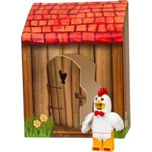 Homme déguisé en poulet LEGO 5004468 Figurine de Pâques emblématique.