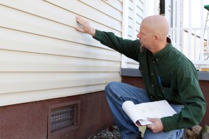 June_2013_Inspecting House_iStock_000019313026_Medium