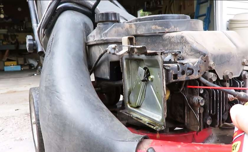 how to clean a carburetor on a lawn mower