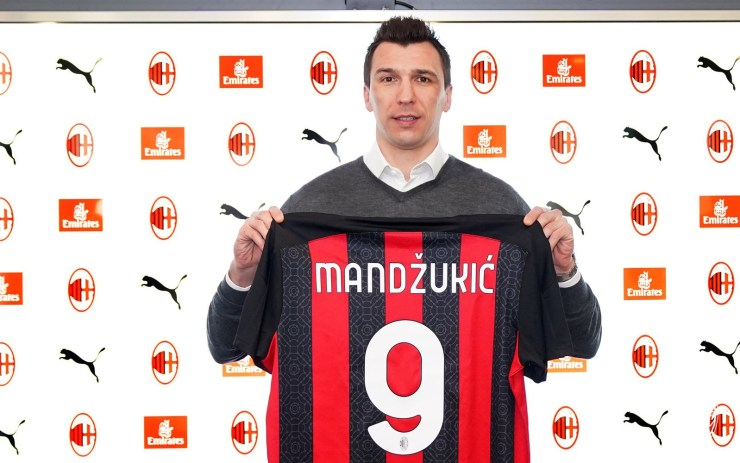 AC Milan confirm signing of striker Mario Mandzukic, hand him the iconic No 9 shirt for this season