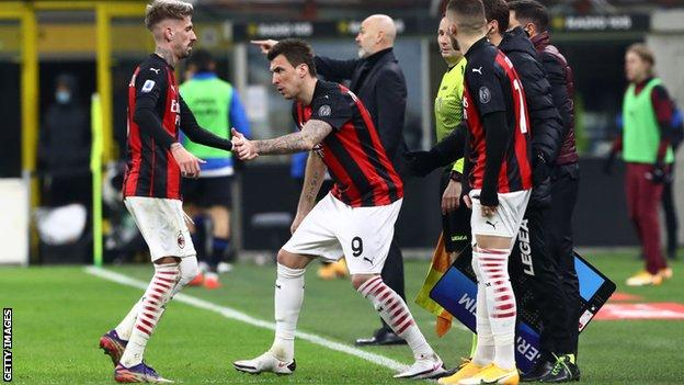 Leaders AC Milan stunned by Atalanta as Inter Milan stutter