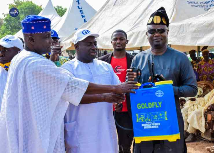 Gbenga Power distributes food items in Offa, two other Kwara LGAs