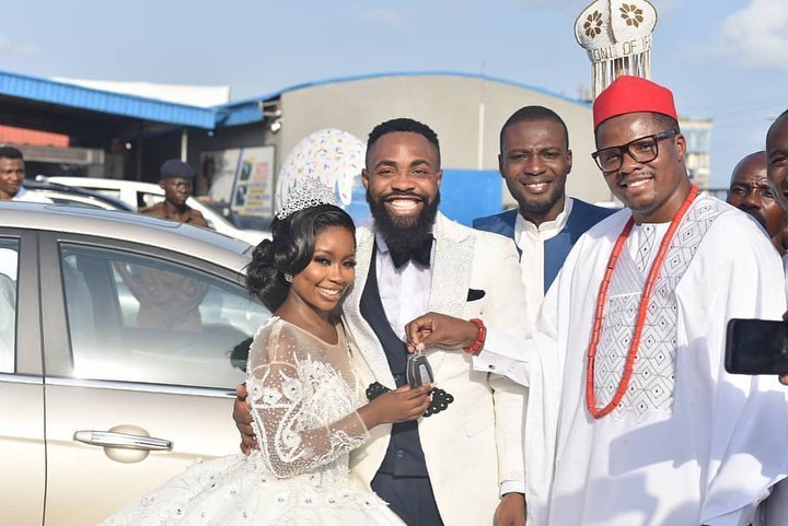 Photos from the white wedding of comedian Arole