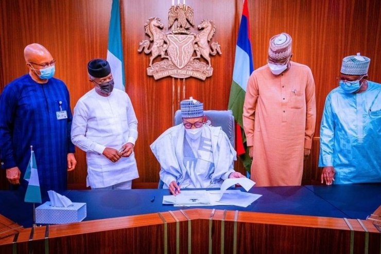Buhari signs N982b supplementary budget for 2021 COVID-19