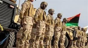 صورة قوة من كتيبة الصاعقة الليبية تتجه لحماية الهلال النفطي من عدوان تركيا