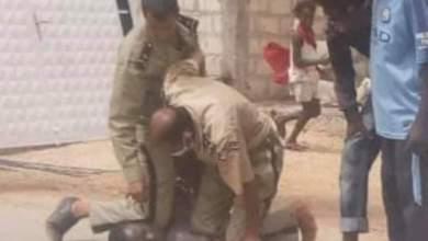 صورة تعرض شرطي لكسر خلال مطاردة مشتبه به فار من الأمن