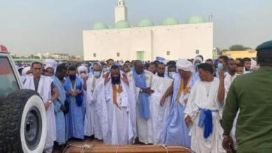 صورة إقامة صلاة الجنازة على العلامة الراحل الشيخ سيديا ولد الحكومة