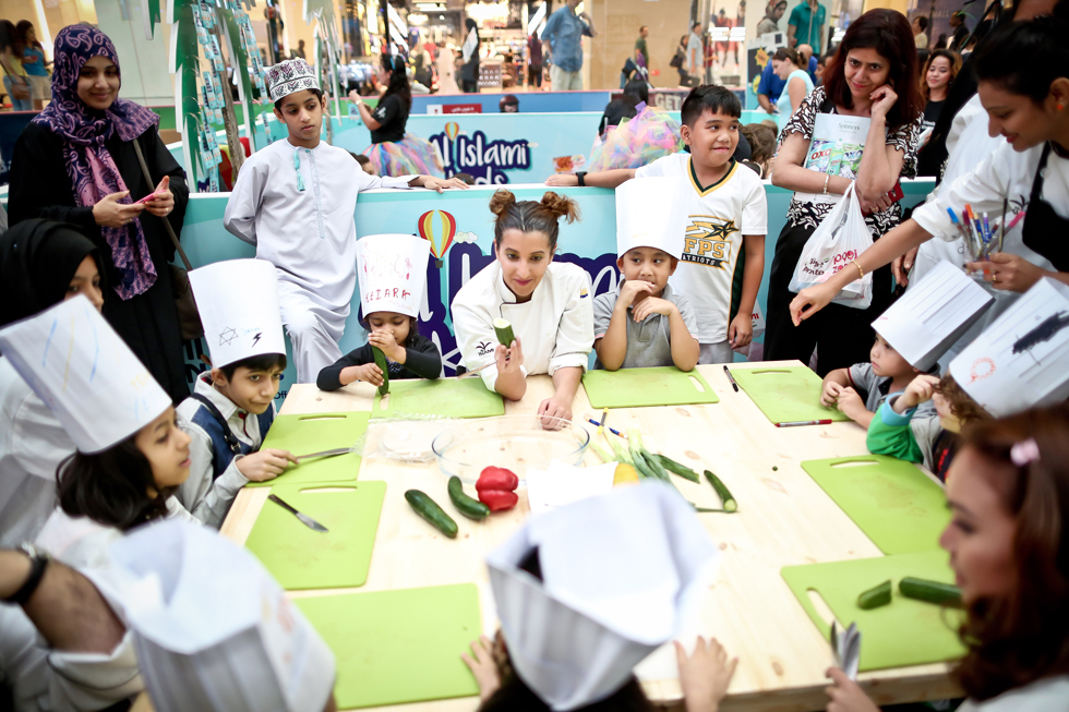 Al-Islami-kitchen-on-ice-dubai-mall-demo-7