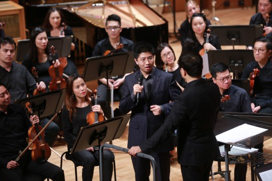"""Speaking about """"Sinfonia Concertante"""" before the audience in Hong Kong 
