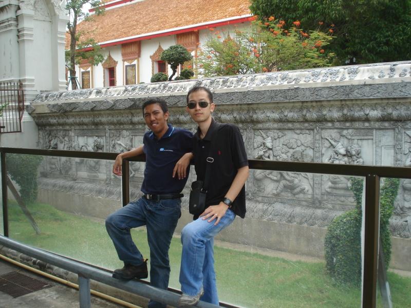 Denngan pekerja Thailand Pipeline ltd. Nasib la dia boleh speaking sikit-sikit
