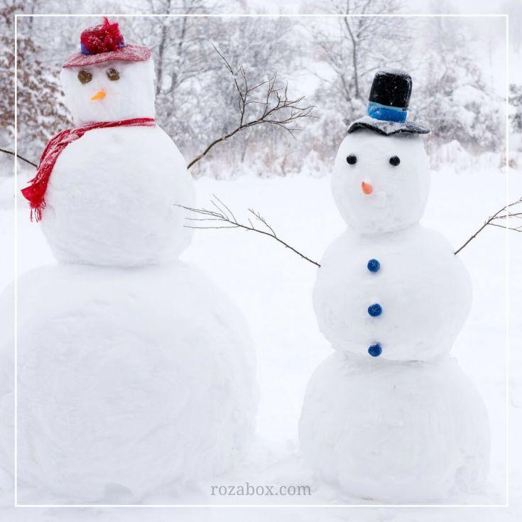 веселые снеговики в шляпах