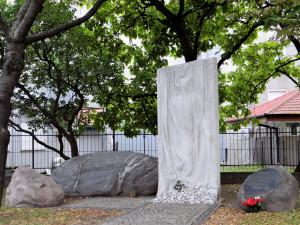 Obelisk upamiętniający ofiary likwidacji Szpitala Wolskiego