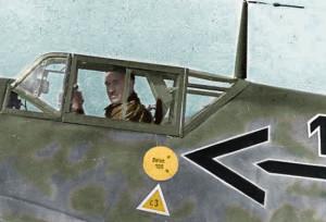 Adolf Galland w kabinie swojego messerschmitta Bf 109. Być może zastanawia się, czy znów przyjdzie mu się zmierzyć z Polakami? (koloryzacja RK).