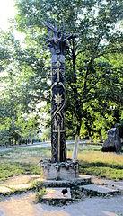 Drewniany posąg Peruna, ustawiony przez ukraińskich rodzimowierców w Kijowie w 2009 roku