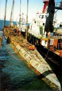 Odzyskany nazistowski okręt podwodny u-534, po tym, jak został podniesiony z dna morza.