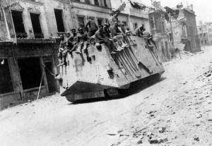 Niemiecki czołg typu A7V w Roye, 21 marca 1918