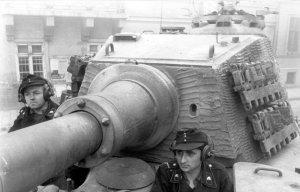 """Wieża seryjna, zwana wersją """"Henschel""""(Tiger II H)."""