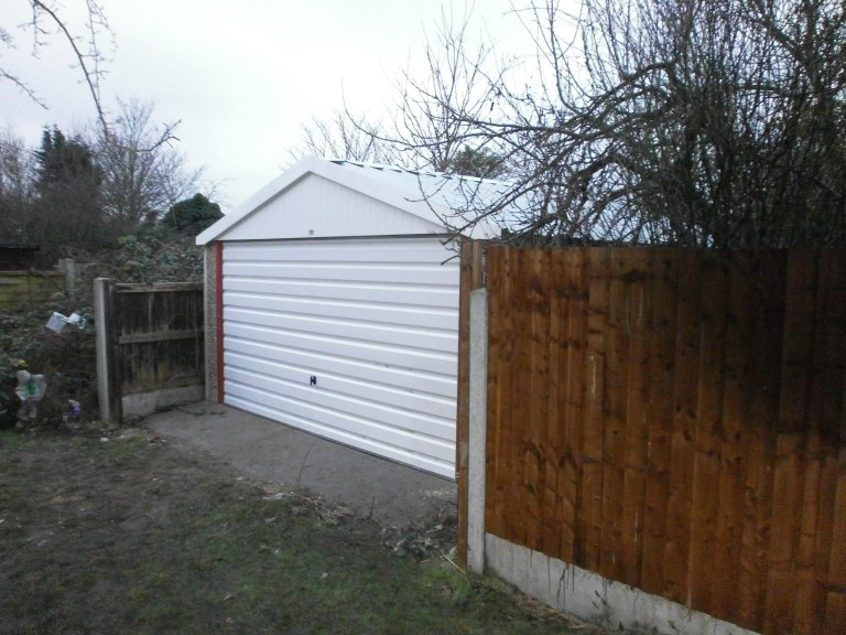 NEW STANDARD CHALLENGE DOUBLE GARAGE PICTURE 2 768x576 - Double Garages