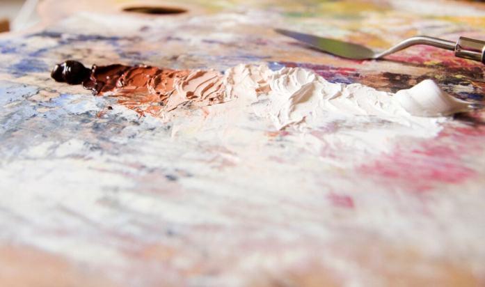 burnt sienna value string oil paint on the palette