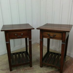 PAIR OF END TABLES / NIGHTSTANDS