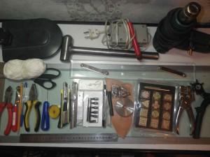 рекомендованный набор инструментов для работы по коже
