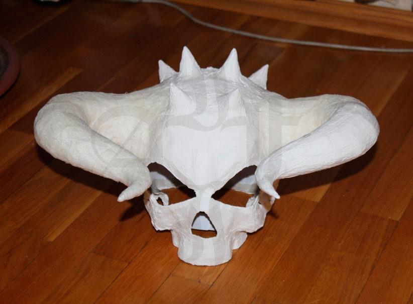 Шлем-череп из папье-маше