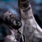 Mão saindo da terra - Imagem do Tarrasque na Bota 25 - A mina perdida de Phandelver - Episódio 25 - Zumbicídio