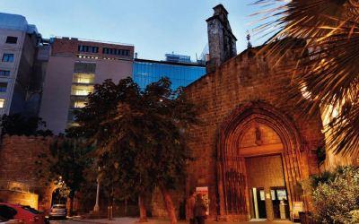 LOS JÓVENES EN LA IGLESIA HOSPITAL DE CAMPAÑA – Peio Sánchez