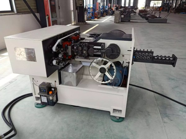 What are the features of highspeed nail making machines