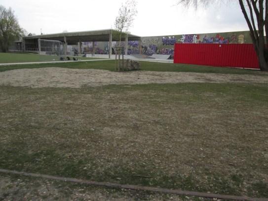 Jugendspielplatz mit Skateboard- / BMX-Rampen