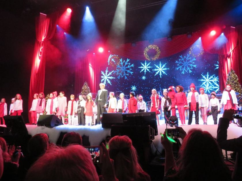 The Red Rose Children's Choir and Lake County Boys Choir performing with Barry Manilow at the Allstate Arena.