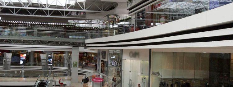 Centros comerciales, tiendas y supermercados vuelven a funcionar en horarios regulares
