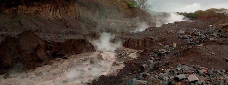 Institución explica que de persistir la lluvia no se descarta la generación de más lahares en este u otros cauces del complejo volcánico.