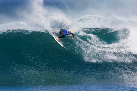 Owen Wright (AUS), 19, event wildcard, caused the upset of the day in eliminating reigning nine-time ASP World Champion and defending event winner Kelly Slater (USA), 37.