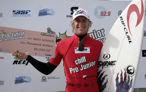 Owen Wright presented with the $6,000 winners cheque after his win. Pic Credit – Surfing WA/Nick Woolacott.