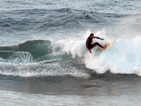Kinda sectiony but fun to play around on at south Curl Curl.