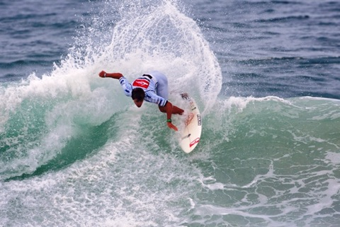 Aritz Aranburu (EUK), 23, was in devastating form this morning in Round 2 of the Quiksilver Pro France, eliminating local favorite Jeremy Flores (FRA), 21.